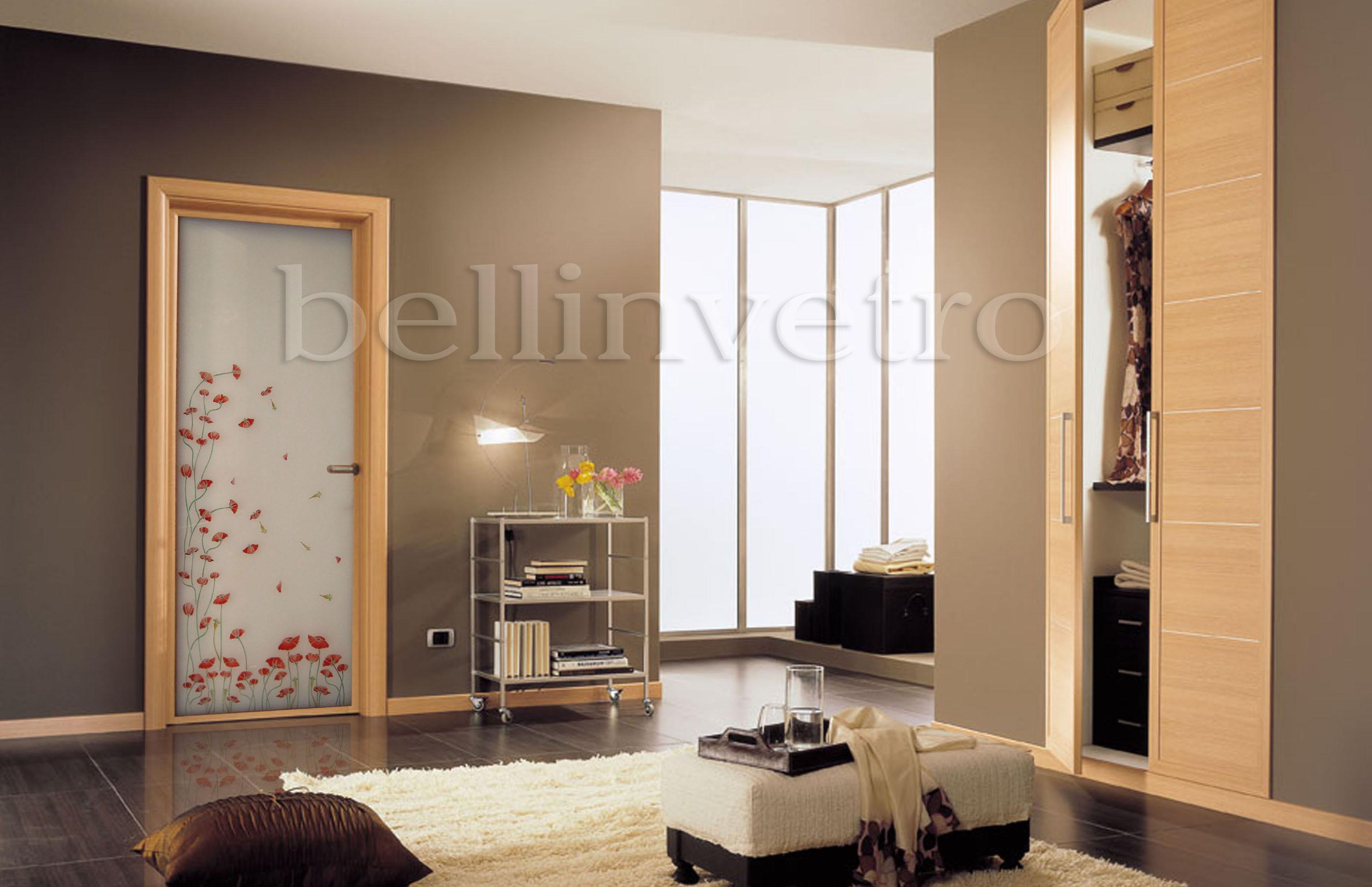 Porte in vetro decorate per interni scorrevoli a battente e a scrigno aziende news - Decorazioni porte interne ...