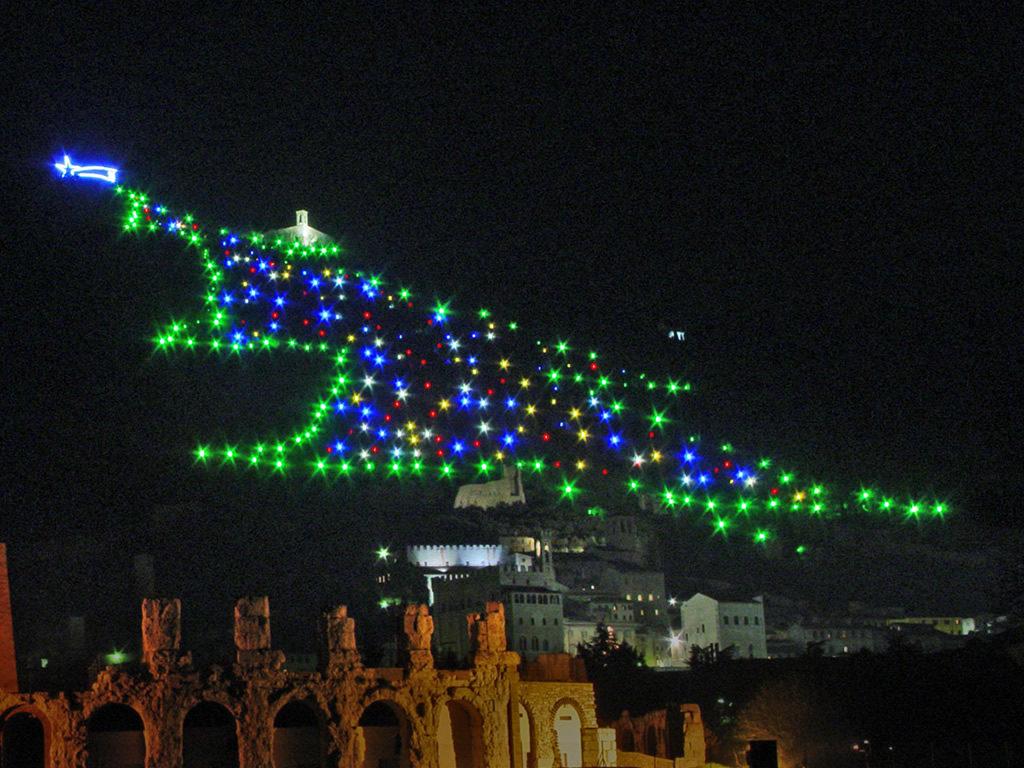 Albero Di Natale Gubbio.Visitare L Albero Di Natale Piu Grande Del Mondo A Dicembre