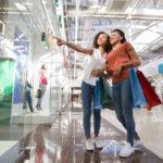 Vetrine digitali: 3 idee per locali e negozi